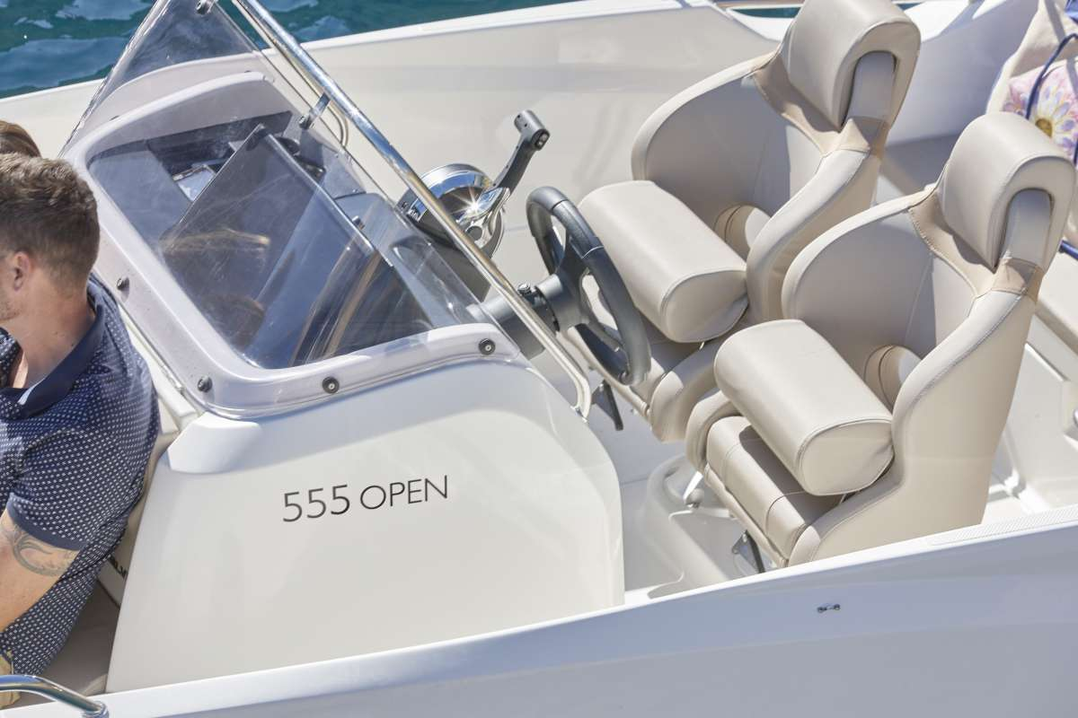 Quicksilver Activ 555 Open voll